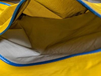 Montbell Storm Cruiser Pocket Open Close