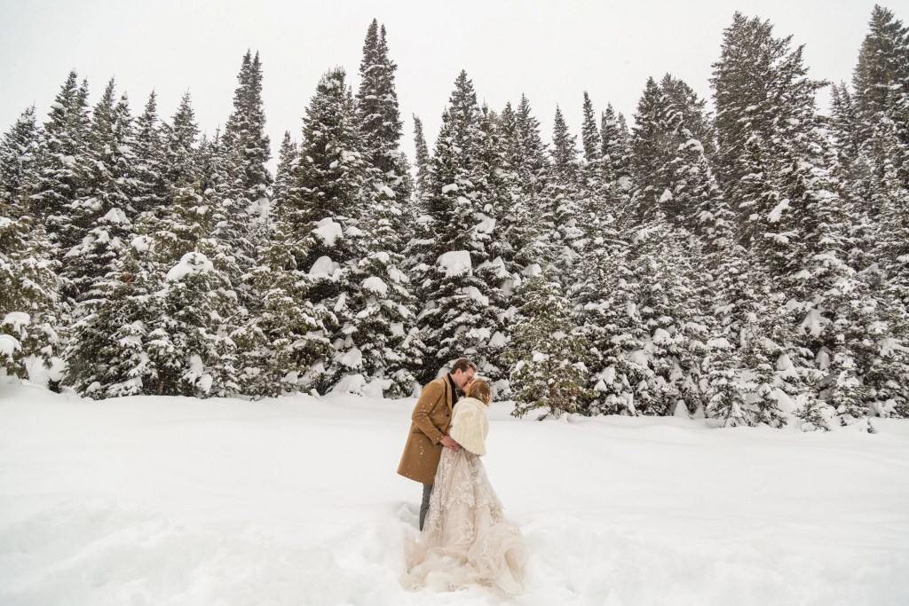 couple eloping in the mountains of utah