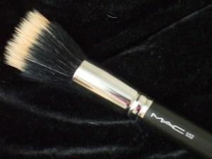 Mac #187 stippling brush