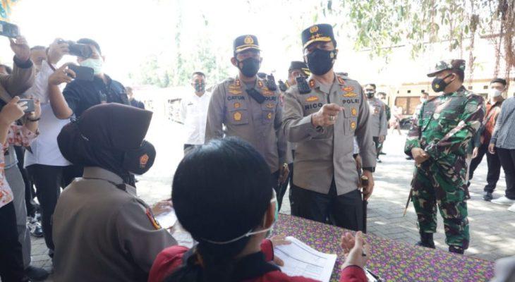 Kapolda Jatim Pantau Vaksinasi di Gedung Sasana Praja Ponorogo