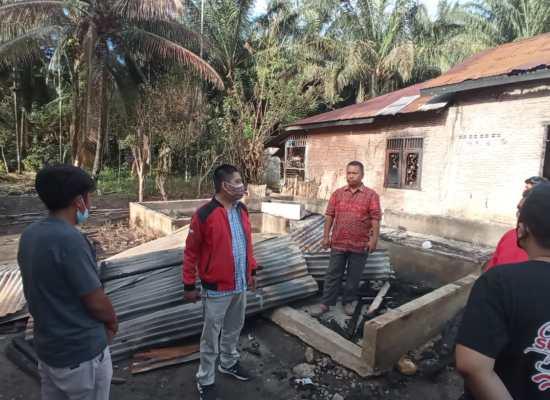PDIP Langkat Bantu 7 KK Korban Kebakaran di Kutambaru
