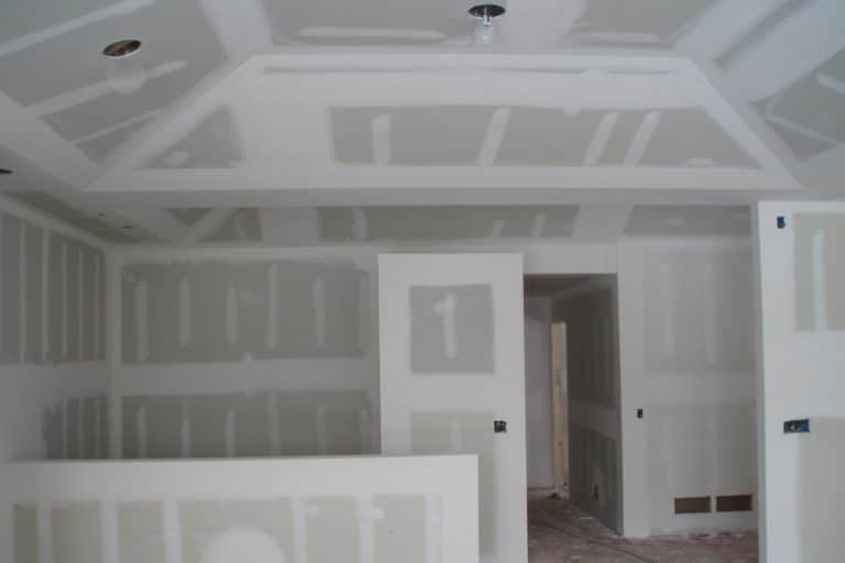cloison-seche-grand-volume-renovation-hall-de-l-habitat-renovation-maison-boutique-fenetres-interieur-pornichet-labaule-le-pouliguen-guerande