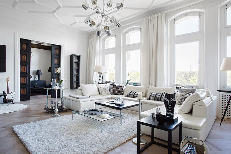 Black and white apartment with decor details