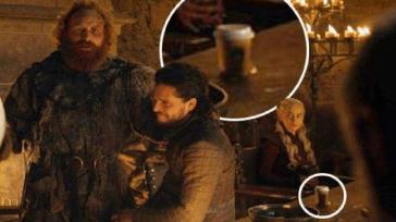 Emilia Clarke rivela chi si dimenticò la famosa tazza di Starbucks sul set di Game of Thrones