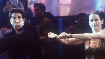 Friends – Courteney Cox ha ricreato la routine di ballo con Ed Sheeran [VIDEO]