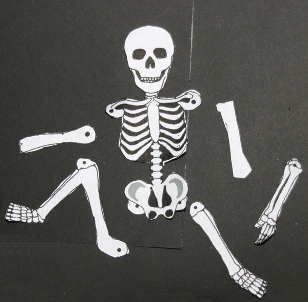 Skelett aus Filz - Halloween feiern!