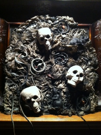 Prop Showcase Easy Snakes And Skulls For Wall Or Mantle