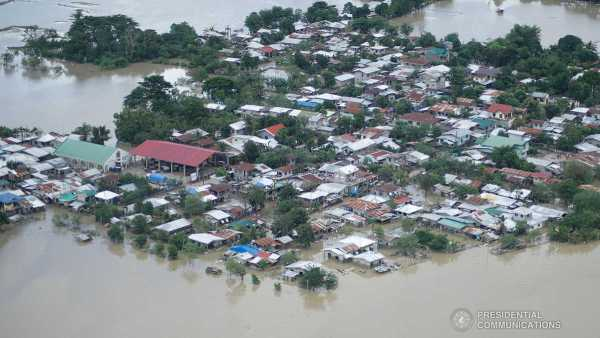 Aerial photo of flood in Cagayan. Fans clubs of Korean artists organized Typhoon Ulysses donation drives for the typhoon victims.