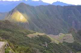 Solen på väg upp över Machu Picchu. Tyvärr blev det lite molnigt sen.