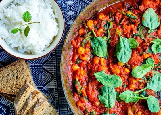 Kryddig kikärtsgryta med tomat och spenat