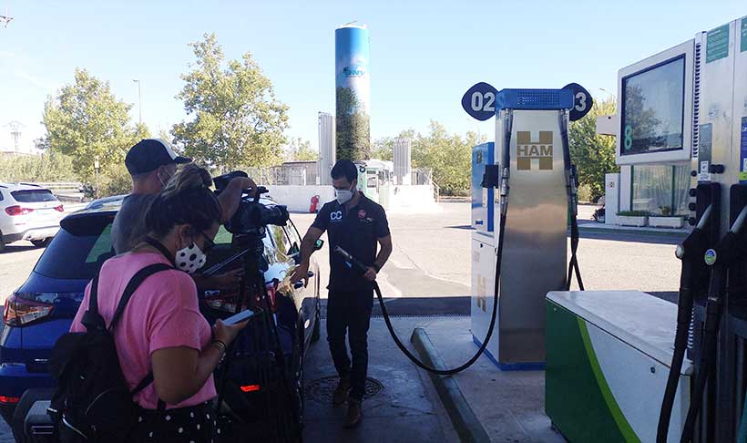 HAM Tres Cantos is visited by Centímetros Cúbicos of Antena 3 to explain how to refuel CNG