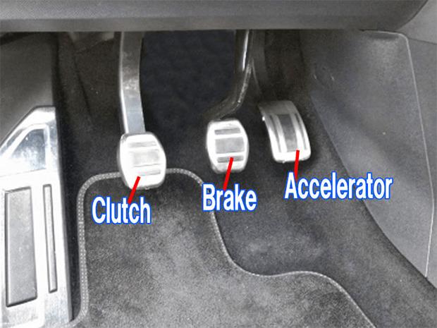 گاڑی چلاتے ہوئے کون سی غلطیاں آپ کو ایک برا ڈرائيور ثابت کرتی ہیں 1