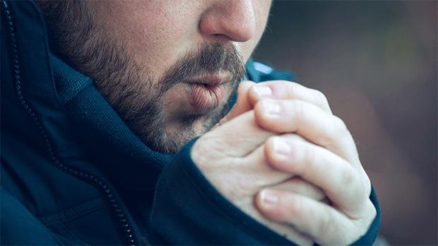 سردی کے موسم میں ہاتھوں پیروں کا مستقل ٹھنڈا رہنا کس بیماری کے باعث ہوسکتا ہے ان کو گرم رکھنے کے مجرب نسخے جانیں 1
