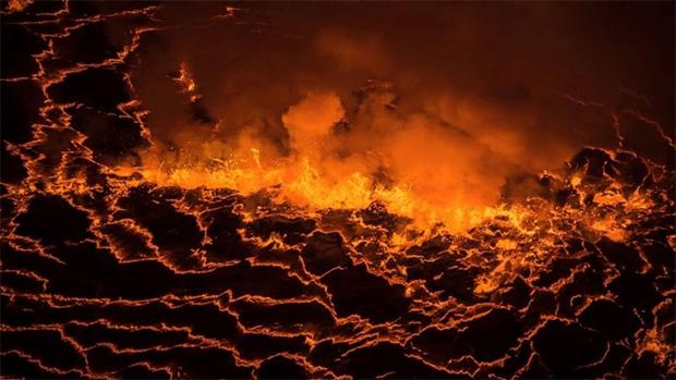 افریقہ کی جان لیوا 'آگ کی جھیل' جسے مقامی لوگ 'جہنم کا دروازہ' قرار دیتے ہیں 1
