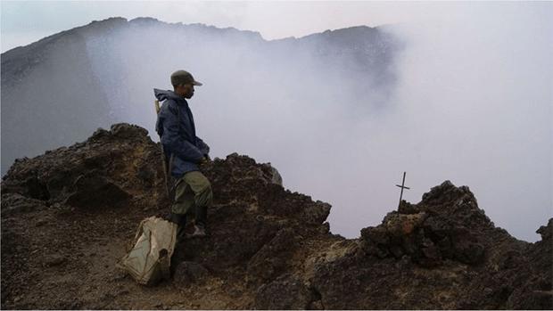 افریقہ کی جان لیوا 'آگ کی جھیل' جسے مقامی لوگ 'جہنم کا دروازہ' قرار دیتے ہیں 4