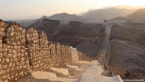 پریوں کا تالاب٬ کیا آپ جانتے ہیں کہ دیوارِ سندھ کا معمہ کیا ہے؟ 1