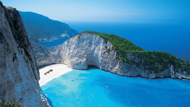 زندگی میں موقع ملے تو نمبر 3 پر ضرور جائیں-- دنیا کے 7 پرکشش ترین ساحل جو کسی پر بھی اپنی خوبصورتی کا جادو چلا سکتے ہیں 7