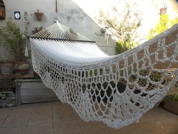 hamac mexicain filet écru à barres type américain 2 places avec franges décoratives en macramé