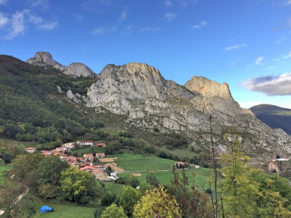Back in our village of Cacayo with Peña de Dobres (EA1/CT-039 - 1404m, 6 points) to the far left