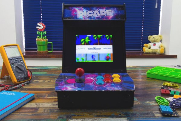 Picade Aracade Cabinet for the Raspberry Pi