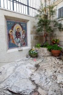 Камень, на который Божия Матерь по Вознесении обронила свой пояс