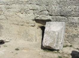 Вход в древнееврейскую гробницу