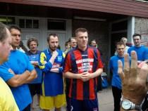 Слева капитан общины св. Прокопия, справа капитан сербской команды