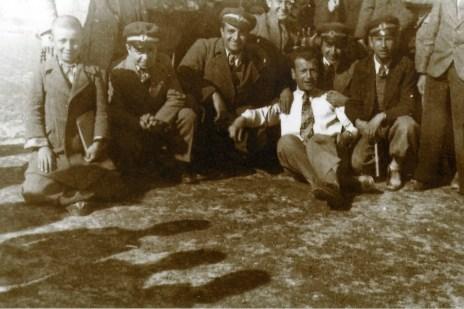 Hasan Basri Alp (ortada)