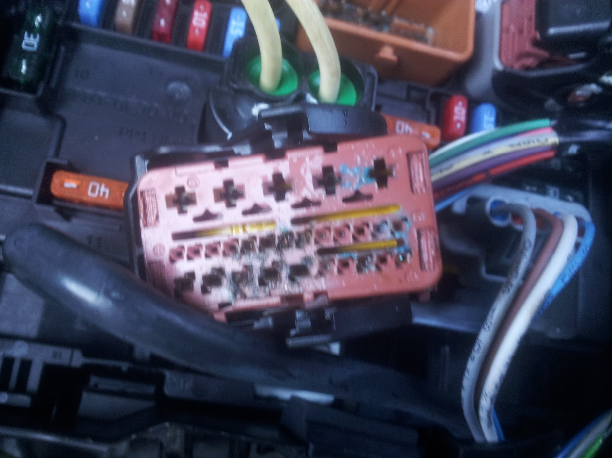 hight resolution of citreon c3 electrical fusebox wiring damage