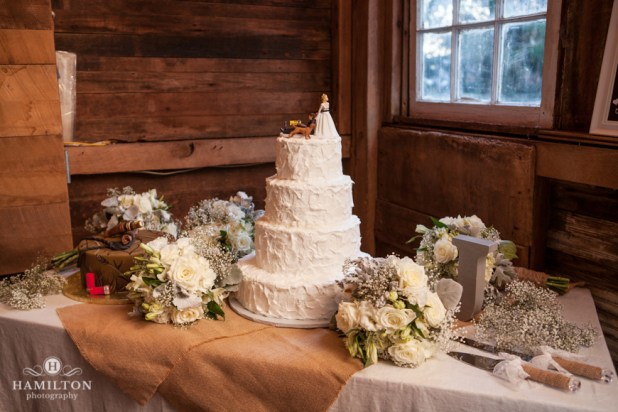 rustic wedding cake table ideas barn wedding cake table brokeasshome 19578