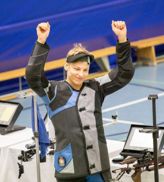 Aleksi Leppä tuulettaa Neljän maailmamestarin kilpailuissa.