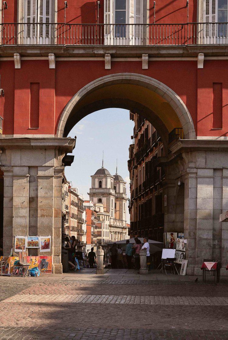 Madrid, arroyo entre dos colinas