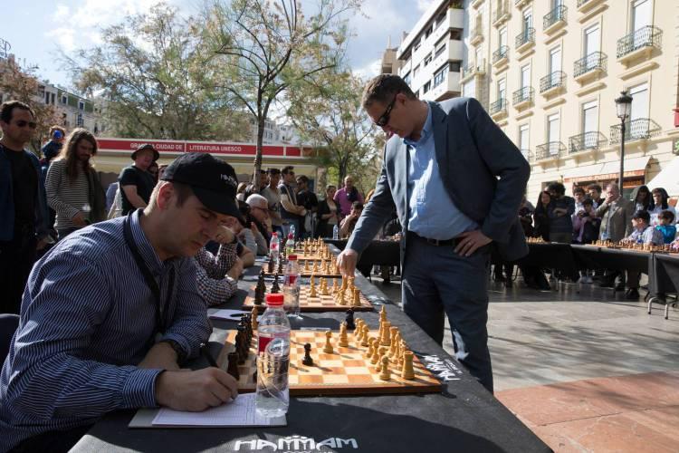 Lo que Miguel Illescas nos enseñó en Granada. Masterclass de ajedrez