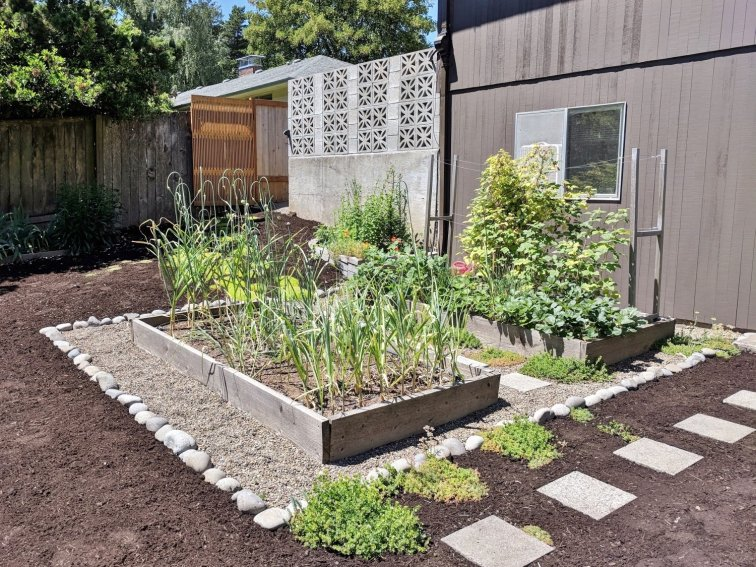 Landscaping ideas for raised beds