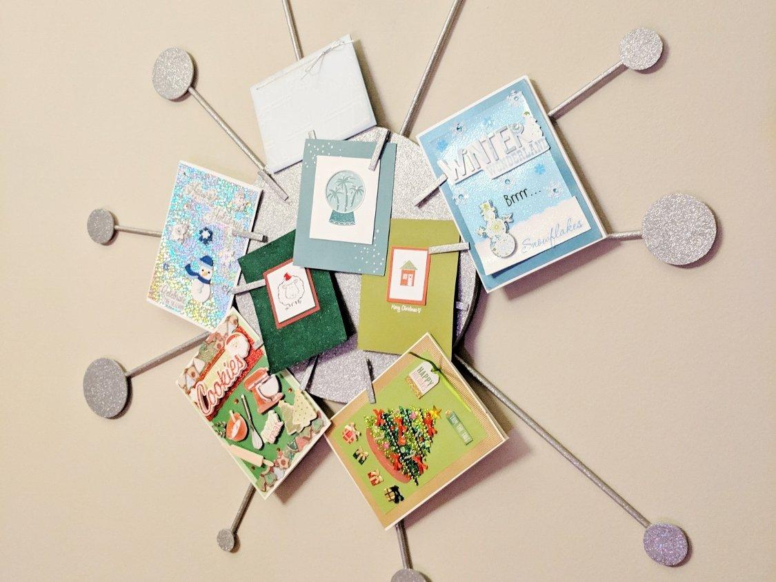 Sputnik card wreath holding Christmas cards