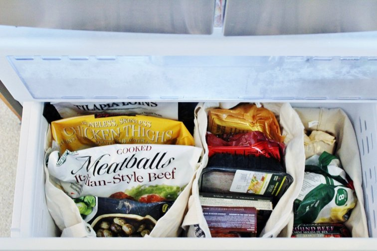 Organize your freezer drawer with canvas bags