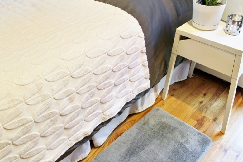 4 Reasons to Break This Rug Décor Rule: When it comes to bedroom rugs, I'm a major rule breaker. Here are the reasons you might want to join me on the rebel side, and an alternative way to style your bedroom rugs. | Hammer & a Headband