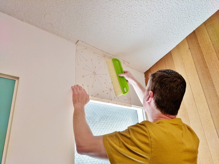 Wallpaper smoothing and hanging trick