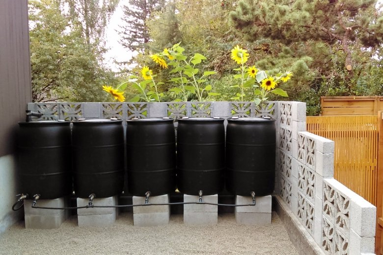 The Complete Guide to Building a Rain Barrel System: This DIY tutorial includes everything you need to set up your own leak-proof rain barrel system with easy to use push-fit connectors. | Hammer & a Headband