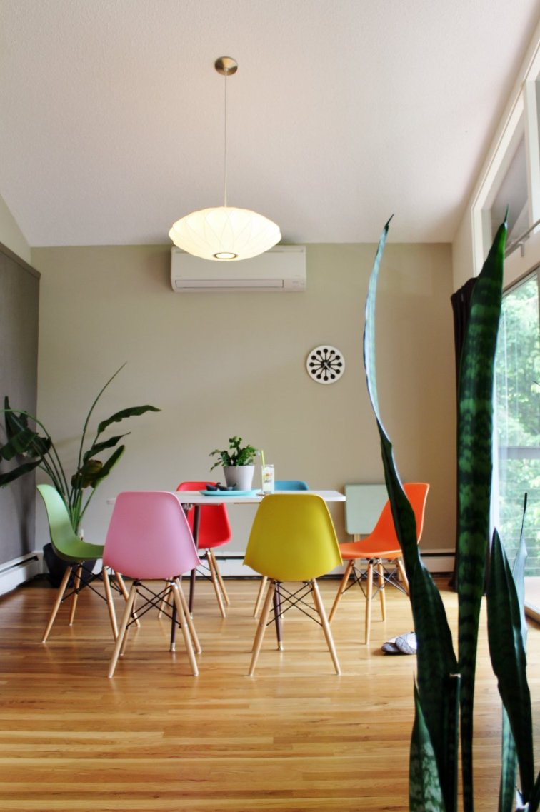 George Nelson Bubble Lamp above mid-century modern dining table