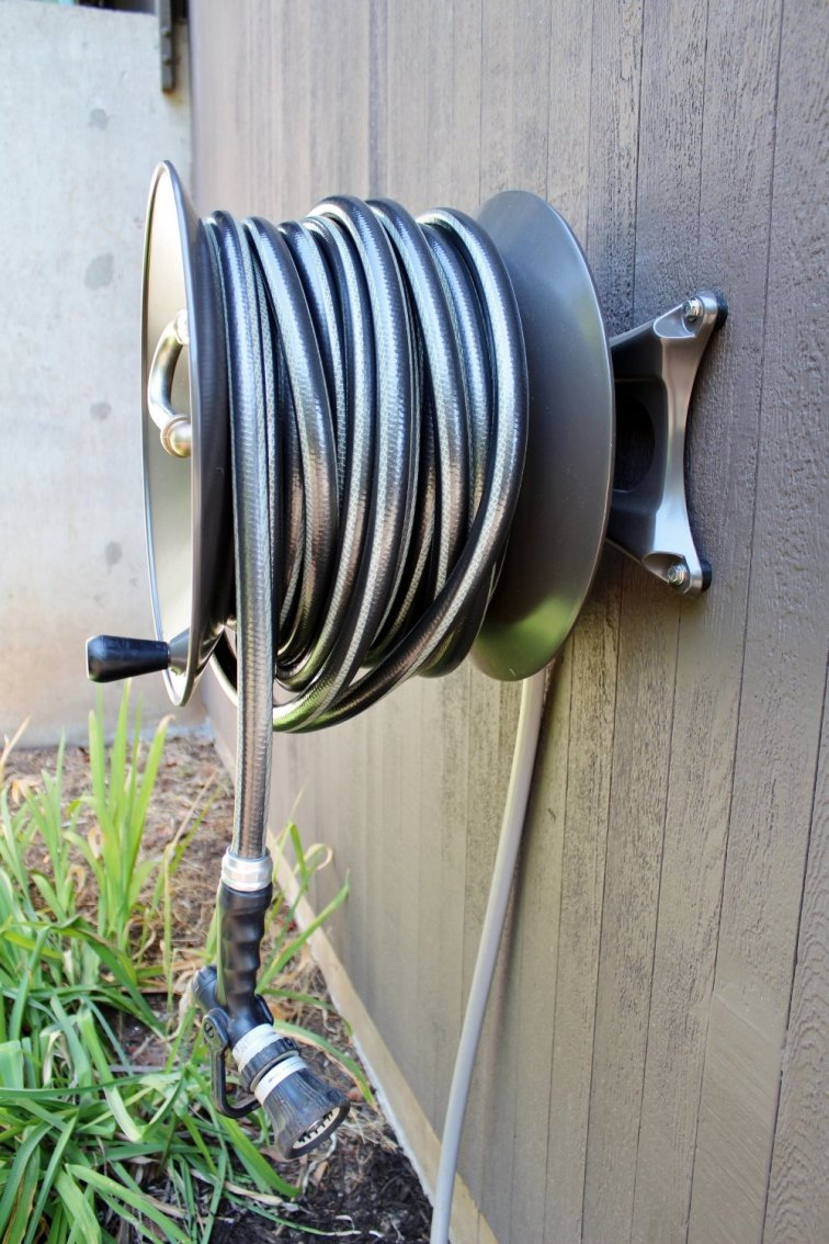 Eley wall-mounted hose reel