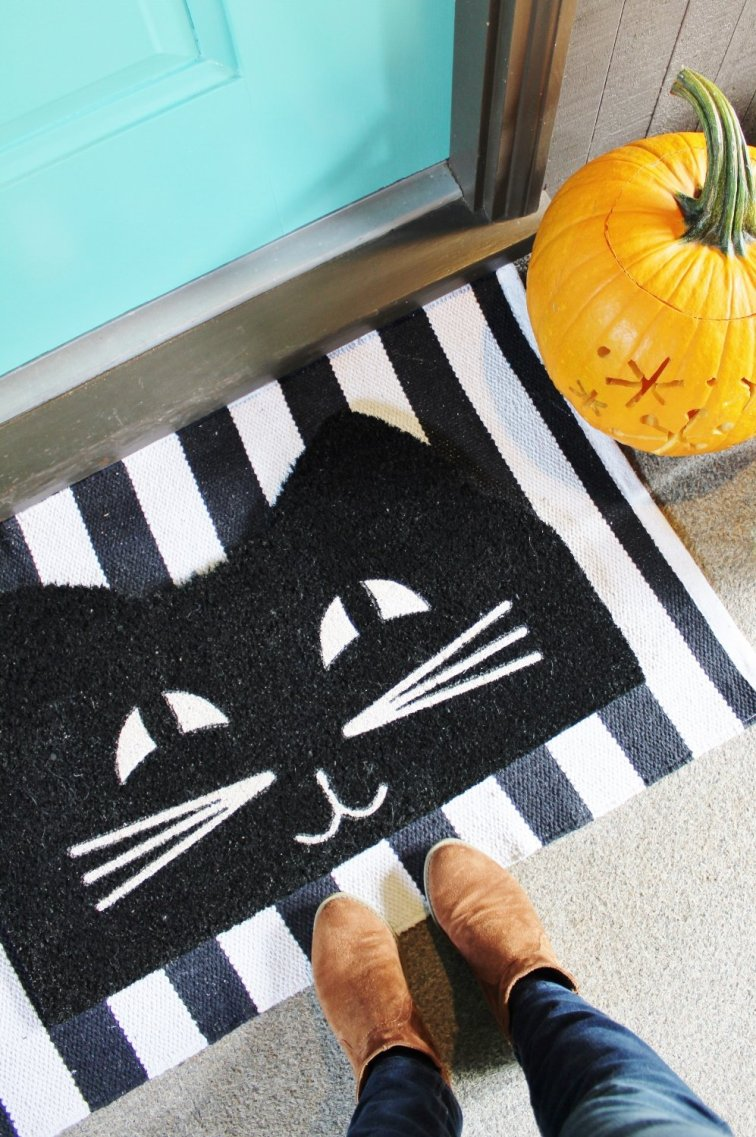 Decorate your front porch with the perfect mod cat doormat.