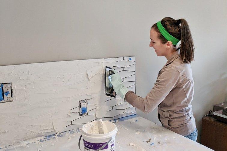 Applying grout to 3D geometric tile backsplash