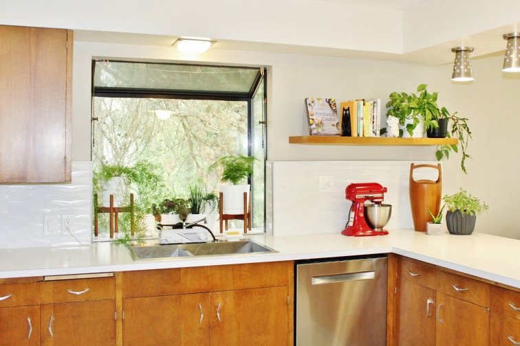 Mid-century modern kitchen with matching floating shelf