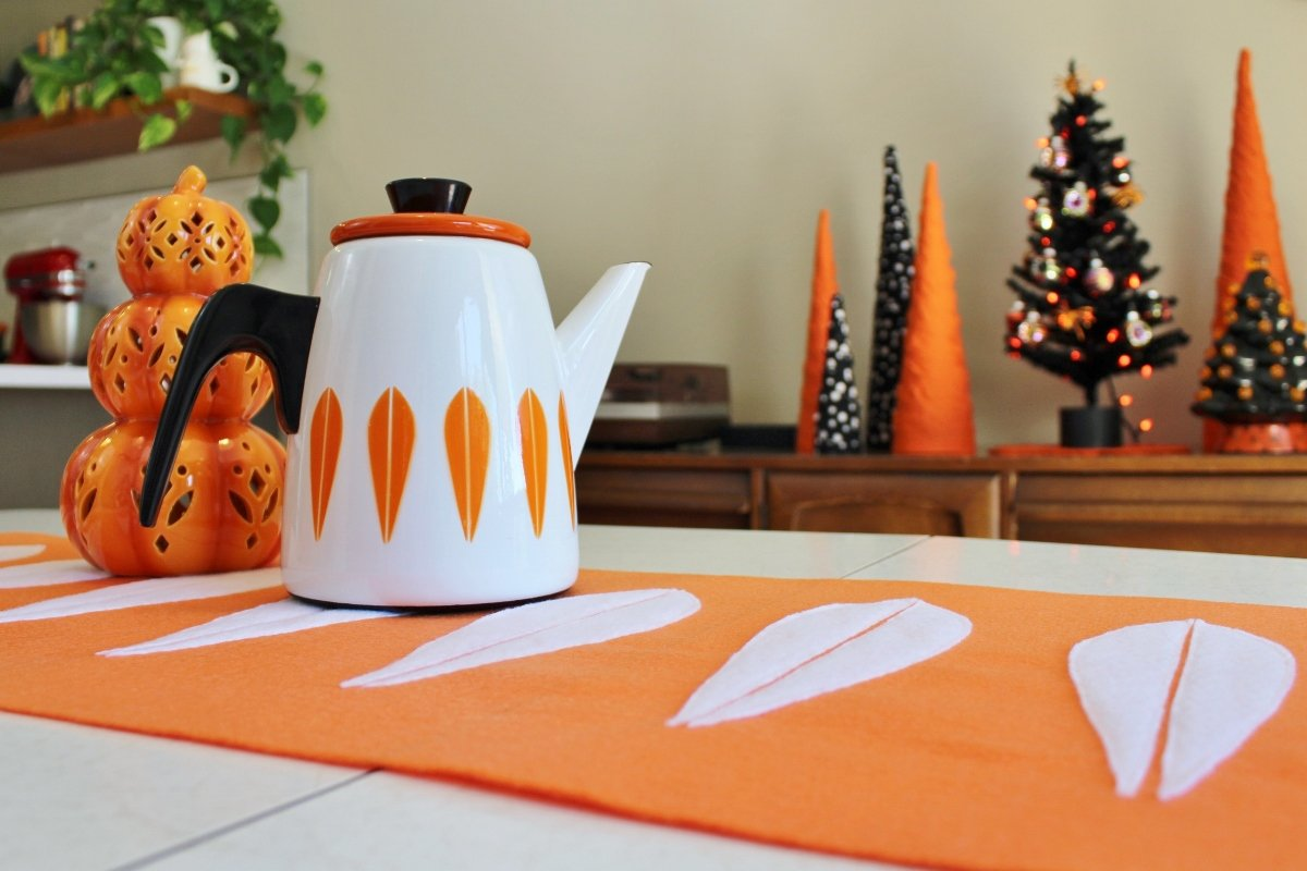 Cathrineholm coffee pot on DIY lotus table runner