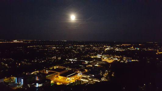Het uitzicht vanaf de Alticom toren in HIlversum.