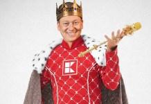 """Knossi ist """"König von Kaufland"""". Beim Gewinnspiel mit Influencer Jens Knossalla gibt es Playstation 5 und iPhone 11 gewinnen. Foto: Kaufland"""