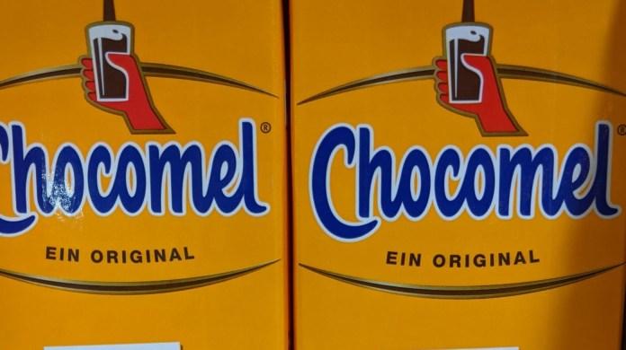 Chocomel: Erst umdrehen, dann durchwählen - Kassenbon hochladen, Chocomel-Fanartikel gewinnen