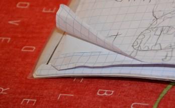Come eliminare le orecchie dalle pagine di libri e quaderni