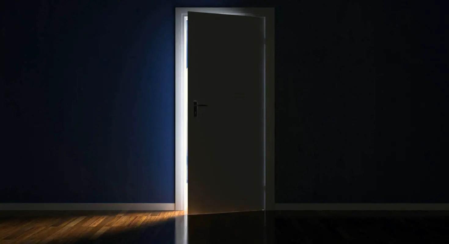 Porta di casa che si apre o che si chiude da sola ecco come regolarla - Finestra che si apre ...